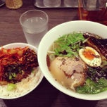 Photo taken at 牛骨ラーメン 香味徳 by bianesso on 3/6/2013