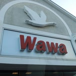 Photo taken at Wawa Food Market #834 by Pat F. on 7/28/2013