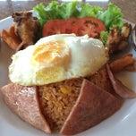 Photo taken at Verde Montana Restaurant (เวอร์เด้ มอนทาน่า เรสเทอรองท์) by Davich K. on 4/2/2014