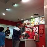Photo taken at Pizza Hut by Wakako K. on 2/8/2014