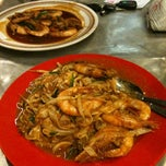 Photo taken at Adam Char Koey Teow by Ziera M. on 3/14/2013