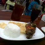 Photo taken at Bebek Goreng Pak Yogi by Dwi A. on 8/4/2013
