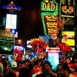 Photo taken at ถนนข้าวสาร (Khao San Road) by Anucha S. on 1/25/2013