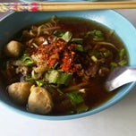 Photo taken at ก๋วยเตี๋ยวเนื้อ by A Krittapas on 10/15/2011