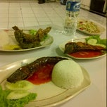 Photo taken at Pecel Lele Lela by ika s. on 10/27/2012