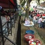 Photo taken at Kedai Kopi dan Makan Seong Kee (祥记饱饺点心茶餐室) by Ho on 1/1/2013