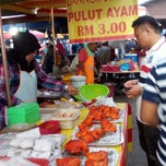 Photo taken at Pasar Malam Changloon by rafael r. on 1/14/2015