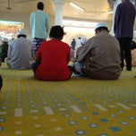 Photo taken at Masjid Al Mukhtafi Billah Shah (Masjid Ladang) by Ammar M. on 1/25/2013