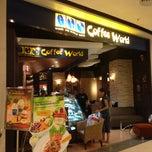 Photo taken at Coffee World (คอฟฟี่ เวิลด์) by Marcel B. on 11/24/2012