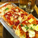 Photo taken at Trevia Pizza di Roma by 이 대. on 9/30/2012