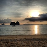 Photo taken at Koh Hai Fantasy Resort & Spa by Hutchy on 4/26/2013