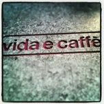 Photo taken at Vida e Caffè by Jozua J. on 10/31/2012