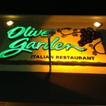 Photo taken at Olive Garden by Jéssica B. on 7/27/2013