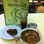 Photo taken at Laksa Medan Yoserizal by Edy S. on 1/13/2013
