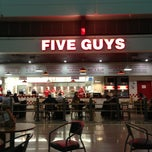 Photo taken at Five Guys by Robert W. on 11/16/2012