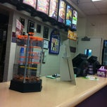 Photo taken at Taco Bell by Karianne D. on 6/29/2011