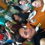 Photo taken at Mang Inasal by On I. on 4/13/2012