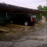Photo taken at Cucian Mobil 24jam ex. mesjid keong by Eldi Loeis on 12/14/2011