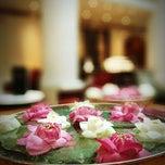 Photo taken at Krungsri River Hotel (โรงแรมกรุงศรีริเวอร์) by Tle R. on 2/17/2013