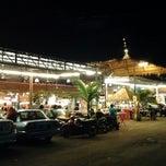 Photo taken at Kuta Bali Cafe (峇里城食坊) by Sher R. on 11/15/2012