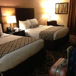 Photo taken at Crowne Plaza Newark Airport by Zhiwen Y. on 8/14/2013