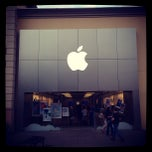 Photo taken at Apple Store, Bridge Street by Rachel Z. on 6/1/2013