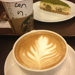 Photo taken at Starbucks by Экин Дениз Ю. on 3/8/2013