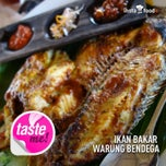 Photo taken at Warung Bendega by Henry Setiawan on 8/12/2013