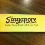 Photo taken at Singapore Kwetiaw Kerang & Seafood by Gunadi G. on 8/31/2013