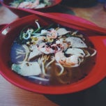 Photo taken at Geylang Lorong 16 Prawn Noodles by sandwiz on 2/23/2014
