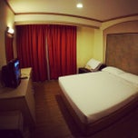 Photo taken at Hotel 81 Bencoolen by sandwiz on 2/26/2013