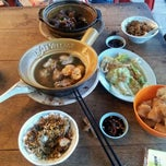 Photo taken at Soon Huat Bak Kut Teh 順發肉骨茶 by Gerald on 1/31/2012