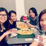 Photo taken at The Pizza Company (เดอะ พิซซ่า คอมปะนี) by Mou¥ L€K . on 2/23/2015