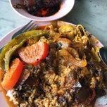 Photo taken at Restoran Nasi Kandar Ali by Jameseoul L. on 4/17/2015