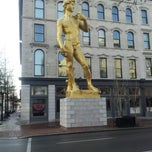Photo taken at 21c Museum Hotels - Louisville by Jimmy (JayPee) P. on 1/26/2013
