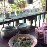 Photo taken at ราดหน้าโบราณ by PoPpY on 2/6/2015