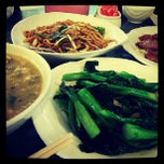 Photo taken at Aberdeen Fishball & Noodle Restaurant 香港仔魚蛋粉 by Pasakorn P. on 6/9/2013