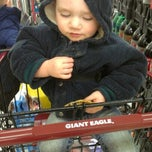 Photo taken at Giant Eagle Supermarket by Loriena P. on 3/29/2013