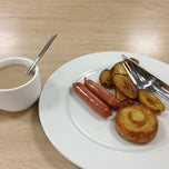 Photo taken at Taste Buds Cafeteria by Bernulf J. on 4/4/2013
