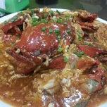 Photo taken at Restoran Kayu Manis by Shirley T. on 12/9/2012