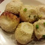 Photo taken at 小杨生煎 | Yang's Fry Dumplings by Alf on 7/20/2013