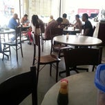 Photo taken at Nan yang coffee shop by Nicholas T. on 5/14/2013