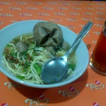 Photo taken at Mie Baso H.Oding (Mie Golosor) by Alvin A. on 6/30/2013