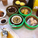 Photo taken at Restoran Jin Xuan Hong Kong Sdn. Bhd. (锦选香港特极点心) by Cass M. on 1/5/2013