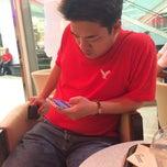 Photo taken at Mister Donut (มิสเตอร์ โดนัท) by Neng N. on 2/19/2015