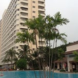 Photo taken at Jomtien View Talay  Condominiums Pattaya by Gustavo C. on 2/22/2013