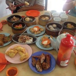 Photo taken at Wong Chow Dim Sum (皇座香港点心) by Teow Y. on 5/2/2015