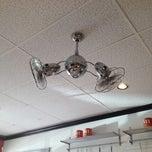 Das Foto wurde bei Marie's Italian Specialties von HaiJinks am 6/24/2012 aufgenommen