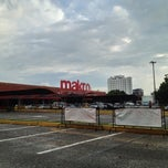 Photo taken at Makro Villa Santos by Nando B. on 11/17/2012