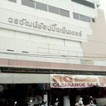 Photo taken at วรวัฒน์พานิชย์ Worawat Department Store by Tammai N. on 10/17/2013